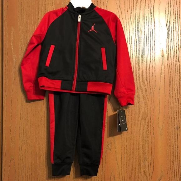 ed3b9dce9e890e Michael Jordan Boy s Tracksuit 2T